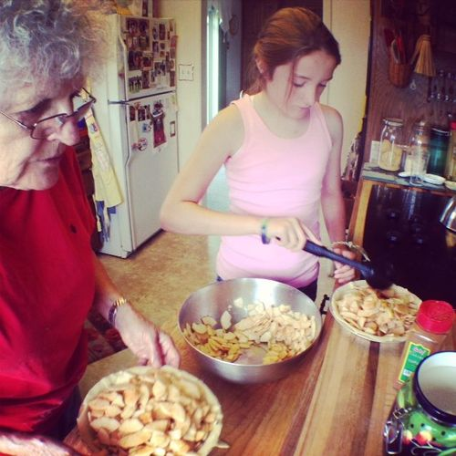 Apple pie - making with graandma